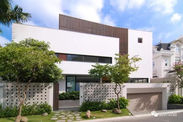 乡村别墅就该这样,车库,庭院,游泳池,旋转楼梯,天窗全都有