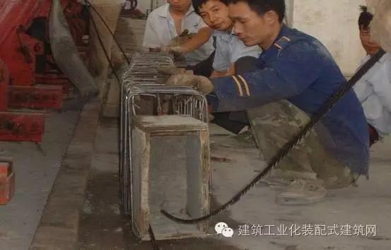 梁端木模板→钢筋笼→梁