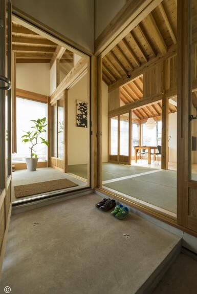 木结构住宅 / tokmoto architectures room  5根正方形(150mmsq)柱子