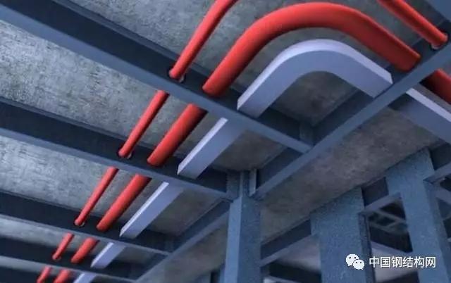据有关数据显示,未来10年中国装配式建筑的市场规模将累计达到2.5万亿元,国内众多企业纷纷进入装配式建筑市场,创造研发各类装配式建筑结构体系。在国家的大力推广下,越来越多的高端住宅商品房采用装配式混凝土+钢结构的建筑技术。尤其是北上广深等一线大城市,其高端商品房的预制式装配率日益增长。 高端商品房采用后预制装配率在60%以上 钢结构部件的批量生产与装配,减少现场施工作业,提高建造效率和质量的同时,改变传统建筑对环境造成巨大威胁的现状,促进国家建筑节能减排和可持续发展战略目标的实现。  在完成钢结构建筑主体