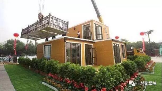 在当下的建筑行业,装配式住宅根据其有别于传统建筑的特色越来越受欢迎,大家对于装配式住宅的关注度也越来越高。所以今天带来了装配式住宅相关的内容,就传统建筑与装配式住宅设计方法的几点不同与大家探讨和分享。 一、着眼高度不同 传统住宅项目的规划设计仅针对单独项目的需求,各小区是无关联的分散个体。在装配式住宅设计中,整个小区都隶属于装配式住宅整体的逻辑体系中,在装配式建筑设计之初,就需要整体考虑小区与全部装配式住宅体系的关系及与其它装配式住宅小区的关系。  二、目标体系差异 大部分传统住宅设计以功能为导向,追求基