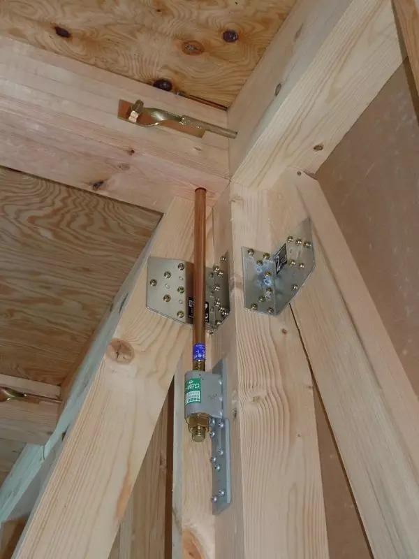 """2,木结构承重框架中的""""立柱""""构件,也是通过配套的预埋螺栓与金属连接"""