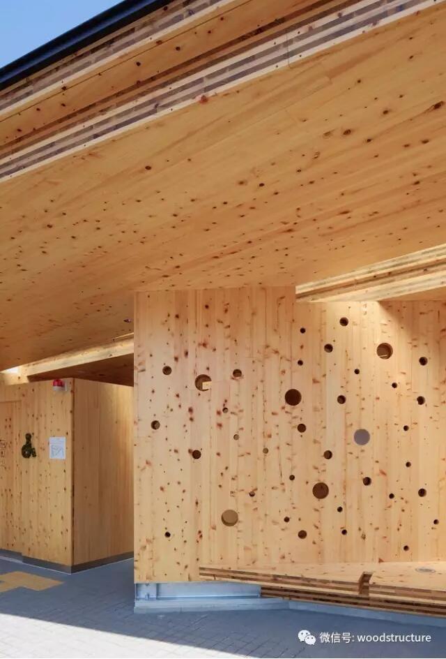 木结构的卫生间,艺术气息的设计