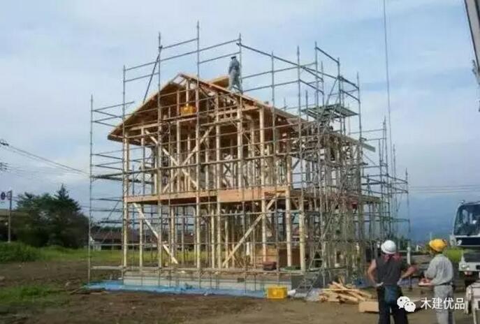 木结构的房屋在日本,抗震杠杠的