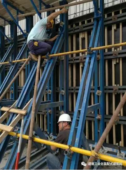 对钢筋,模板,钢结构预埋件,机电预留 预埋等进行分步验收和交接检验
