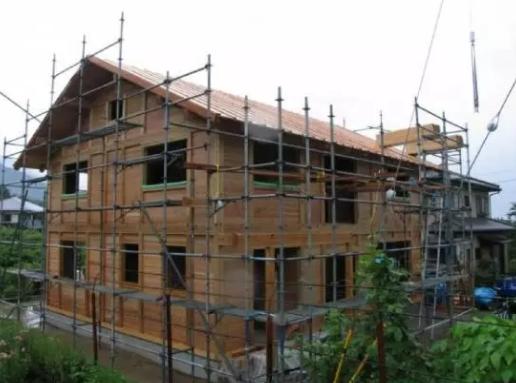 首页 专栏 装配式钢结构,木结构 > 木头房子能防火防水还抗震?
