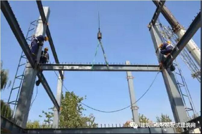 一、项目介绍 1基本情况 北京丰台区成寿寺B5地块定向安置房项目是全国装配式建筑科技示范项目,北京市首个装配式钢结构住宅项目的示范工程。本项目总用地面积6691.2,拟建4栋9~16层装配式钢结构住宅,总建筑面积31685.49,其中地上建筑面积20055.49(包含住宅建筑面积18655.49,配套公建面积1400.