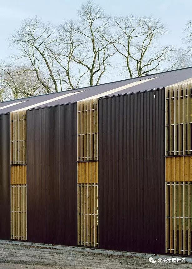 > 柏林谷仓:超有腔调的低成本木结构建筑  面对农舍和庭院的立面整个