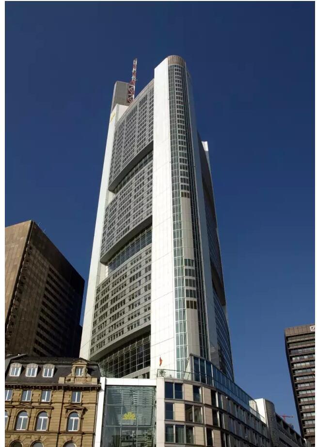 图34  法兰克福商业银行塔楼实景